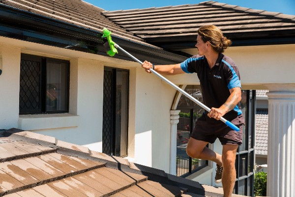 gutter cleaning of external house washing companies